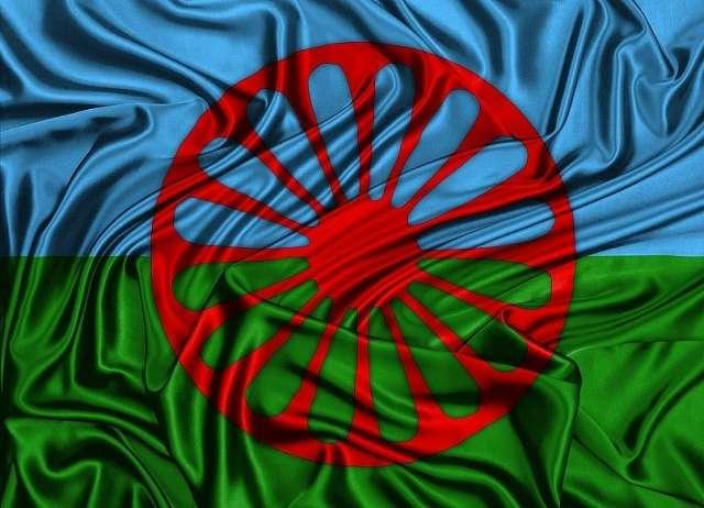 8 апреля цыгане всего мира отмечают как День памяти жертв фашизма, день памяти цыган, убитых в концлагерях