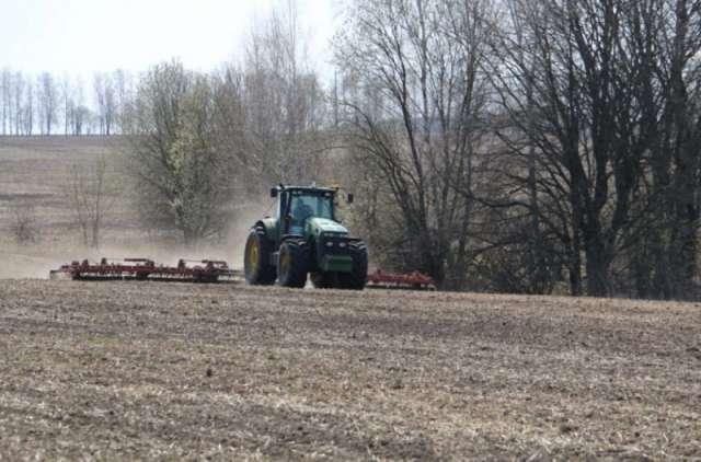 В 2021 году для проведения посевной кампании потребность в семенах зерновых культур составляет 2 тысячи тонн, картофеля –10 тысяч тонн, многолетних трав – 50 тонн