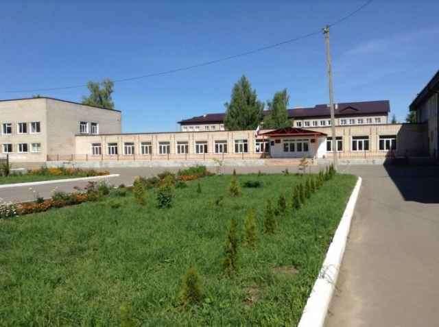 Арбитражный суд оштрафовал компанию, отвечавшую за организацию питания в шимской школе, на 150 тысяч рублей.