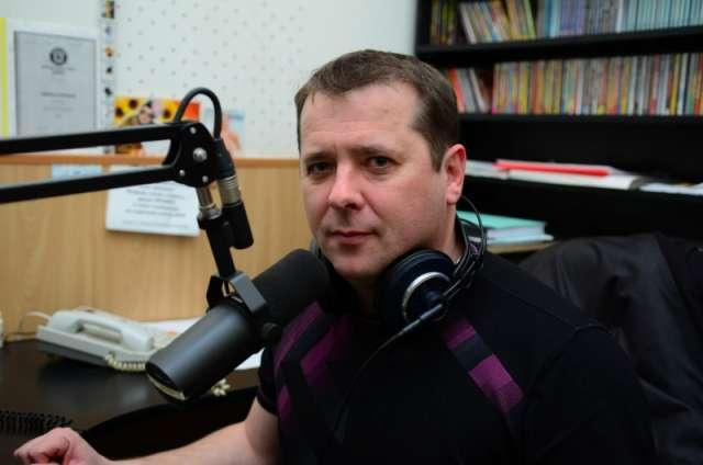 Музыкант Дмитрий Балашов был голосом и лицом первой в Новгороде музыкальной радиостанции «Радио Нова»