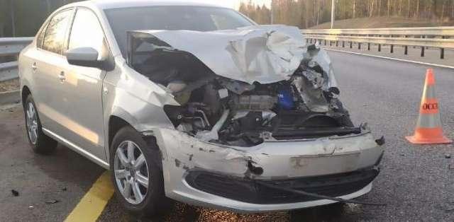 В результате ДТП пассажир «Фольксвагена», 38-летняя женщина с закрытой черепно-мозговой травмой и сотрясением головного мозга доставлена в Боровичскую ЦРБ