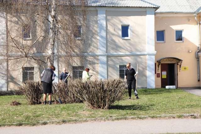 В Великом Новгороде очистили от мусора территорию Десятинного монастыря, Церкви Николы Белого Никольского Белого монастыря, ансамбль Новгородского Кремля и Судейский городок