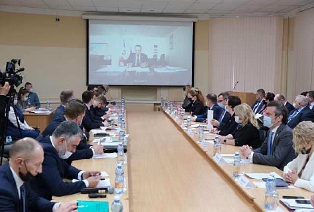 Андрей Никитин участвовал в заседании в режиме видеоконференцсвязи.
