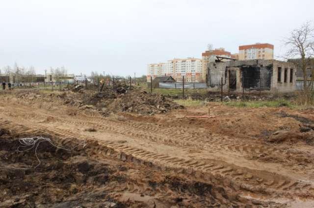 Аварийный дом несколько лет портит облик парка.