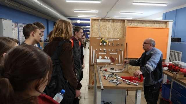 Учащиеся гимназии «Новоскул» Великого Новгорода на экскурсии в  Центре опережающей профессиональной подготовки.