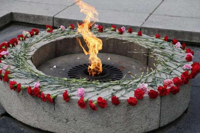 Для проведения профилактических работ частичка Вечного огня была перенесена на временную горелку, где сохранялась до завершения технического обслуживания