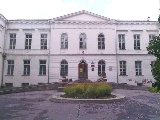 Путевой дворец построили для Екатерины II для остановки на пути из Петербурга в Москву.