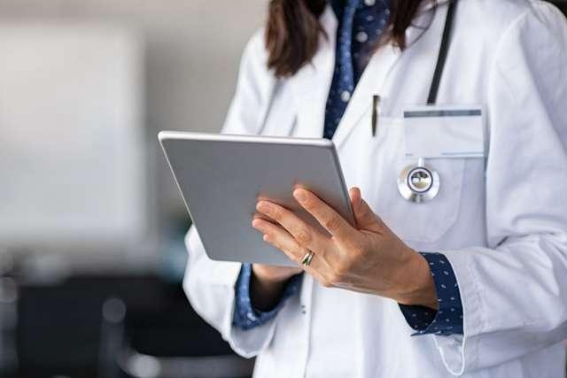 В минтруде считают, что новый порядок оплаты больничных - гарантия того, что выплаты всегда получит заболевший человек и родители в связи с рождением ребенка независимо от наличия средств у работодателя