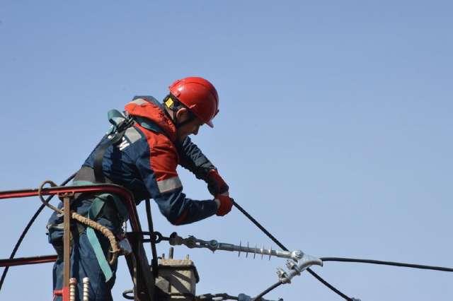Большую часть ремонтных работ новгородские энергетики выполнят своими силами.