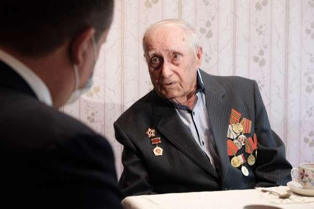 Андрей Никитин побывал в гостях у боровичских ветеранов Великой Отечественной войны