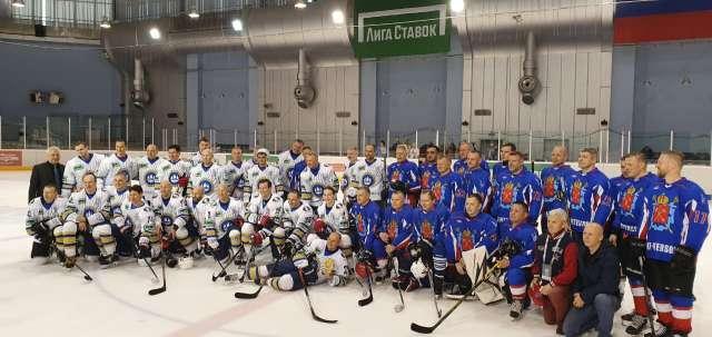 Сергей Чопозов играл в команде администрации Санкт-Петербурга, которую возглавлял вице-губернатор города Валерий Пикалёв.