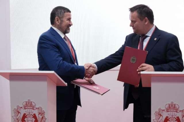 Группа «Акрон» и правительство Новгородской области в рамках ПМЭФ-2021 заключили соглашение о социально-экономическом развитии региона.