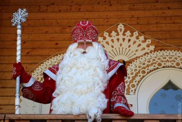 Новгородцы смогут увидеть Деда Мороза во время его экскурсии по историческим местам города 12 и 13 июня.