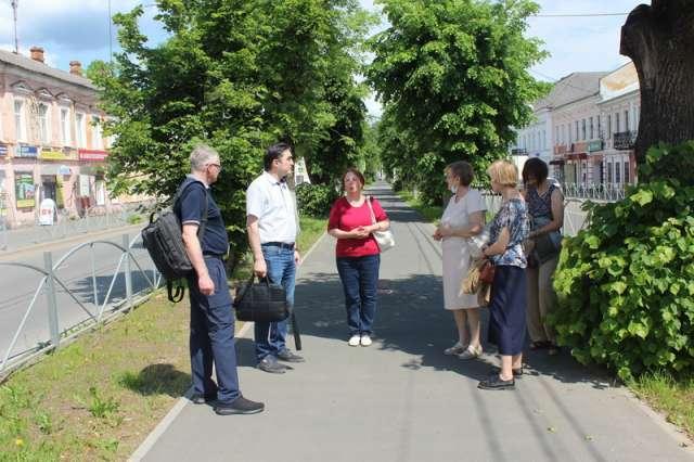 Делегация преподавателей прогулялась по Советскому проспекту, посетила Ильинский парк, изучила территории образовательных учреждений города, а также дворовые пространства в микрорайоне гарнизона.