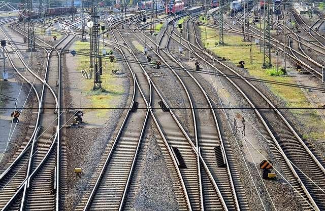 Семьи с детьми в России смогут покупать билеты на поезда дальнего следования по льготным ценам