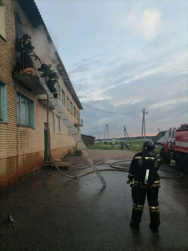 В тушении пожара было задействовано три единицы техники и восемь человек.