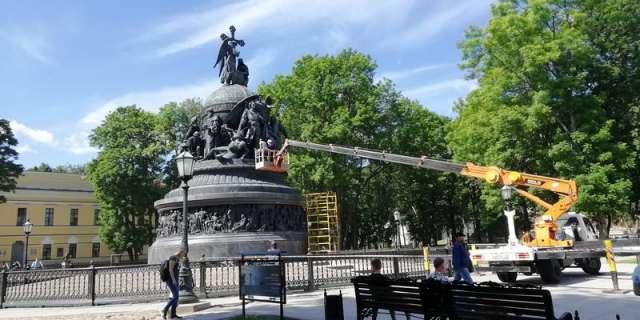 Реставраторы из Санкт-Петербурга проводят обследование памятника «Тысячелетие России»
