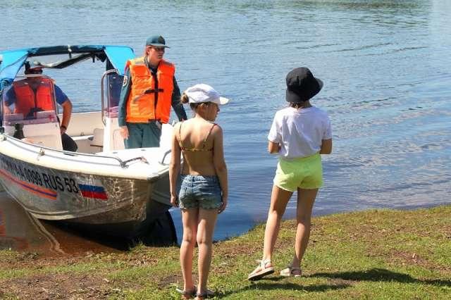 Детский омбудсмен призвала новгородцев внимательно следить за детьми во время отдыха на воде