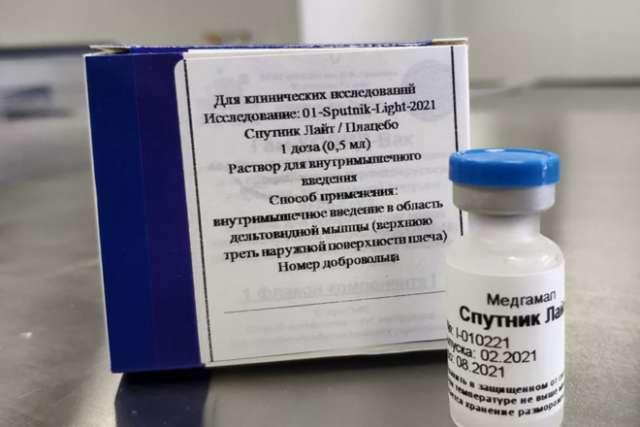 На данный момент в стране зарегистрированы четыре препарата от коронавируса: «Спутник V», «ЭпиВакКорона», «КовиВак» и «Спутник Лайт».