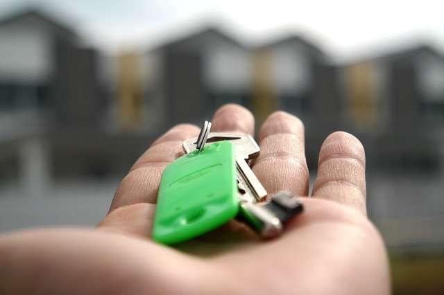 Новгородцам нужно копить на квартиру более восьми лет