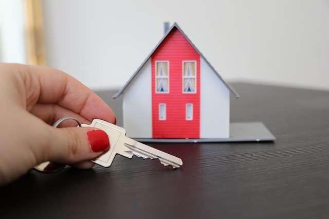 Льготную ипотечную программу запустили в 2020 году как одну из мер поддержки граждан и строительной отрасли.