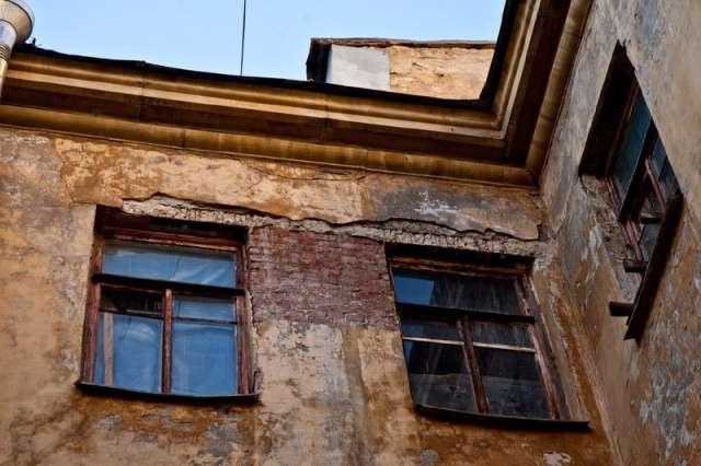 На переселение жителей из аварийных домов Новгородская область получила более 940 миллионов рублей