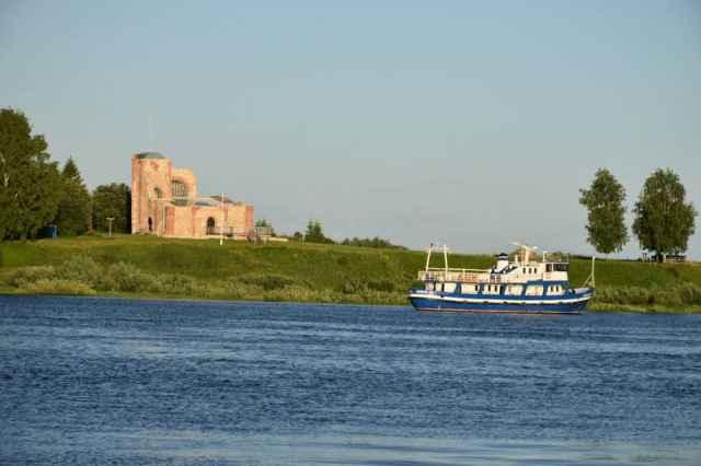 Сегодня температура воздуха в Великом Новгороде прогреется до 32 градусов.
