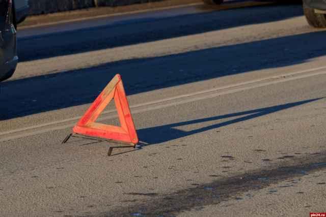 В Чудовском районе в ДТП пострадали три человека