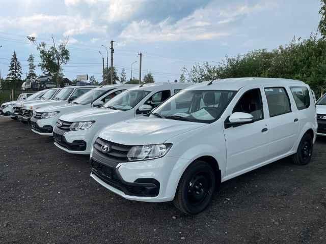 19 автомобилей марки Lada Largus, пять — Lada Niva Legend и пять автомобилей «УАЗ» доставлены в Новгородскую центральную районную больницу.