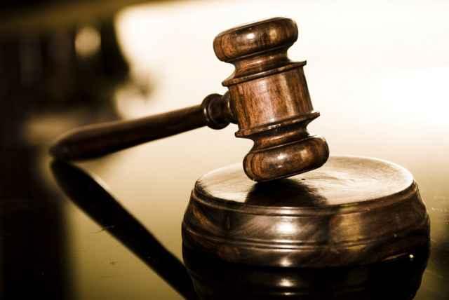 Вину в совершении преступления подсудимый признал полностью