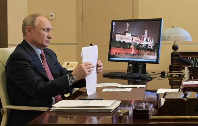 Президент РФ Владимир Путин к ноябрю этого года ожидает доклад о внесении поправок, освобождающих семьи с детьми от налога с продажи жилья.
