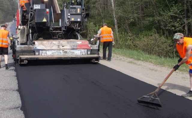 На подготовку проектов капитального ремонта четырёх автодорог в Новгородской области направят почти 100 млн рублей.