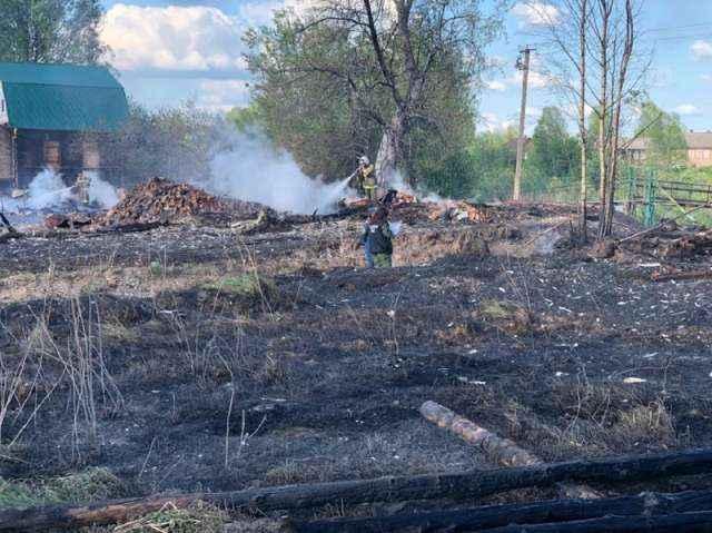 Очаг пожара находился на улице Набережной в районе дома №8