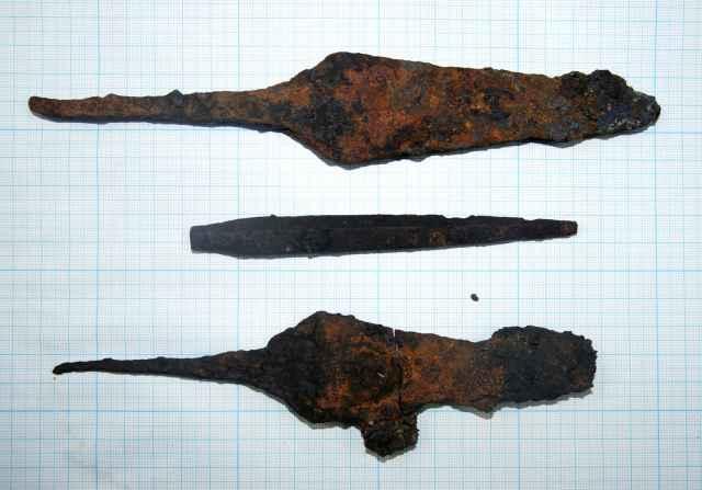 Учёные допускают, что одна из находок могла быть крупным наконечником стрелы.
