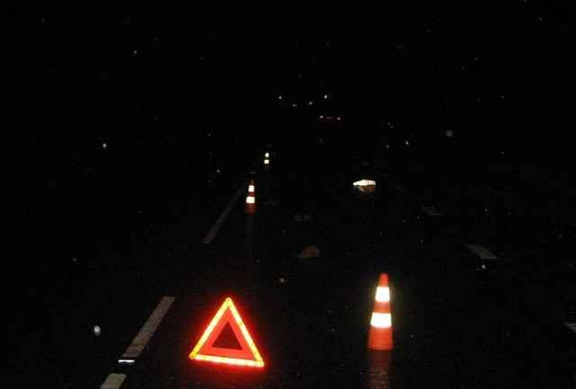 В результате аварии машина съехала в правый по ходу движения кювет и опрокинулась