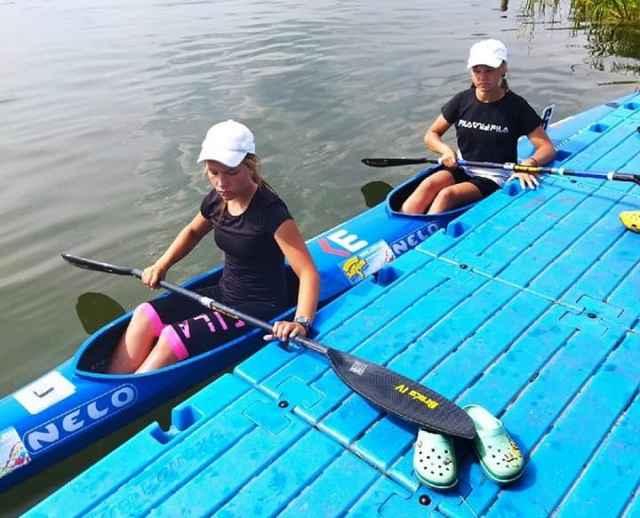 Ставшие призёрами состязаний новгородские гребцы тренируются под руководством Натальи Иваник, Нины Трофимовой и Дарьи Лукиной.