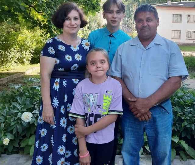 Людмила Андреевна и Геннадий Васильевич Тимофеевы с сыном Сашей и дочкой Юлей.