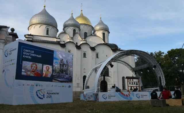Очная часть проектно-образовательного интенсива «Архипелаг 2121» стартовала в Великом Новгороде 21 июля. Мероприятие проходит в гибридном формате по 21 тематическому направлению.