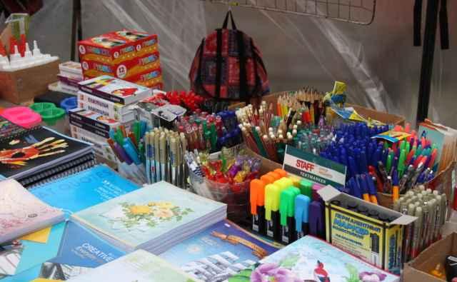 Больше всего в закупке у производителей подорожали тетради, ручки, альбомы для рисования, папки с файлами.