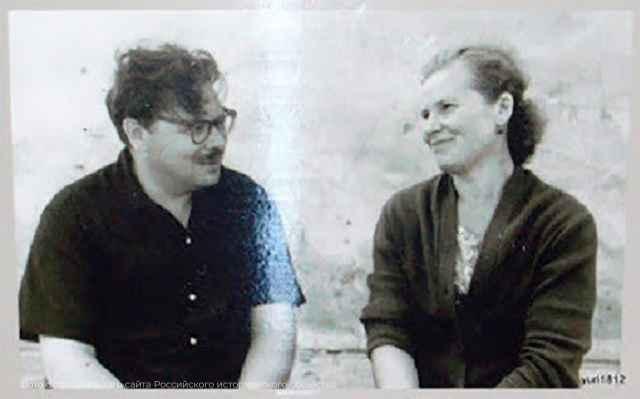 На фото — Валентин Янин и Нина Акулова.