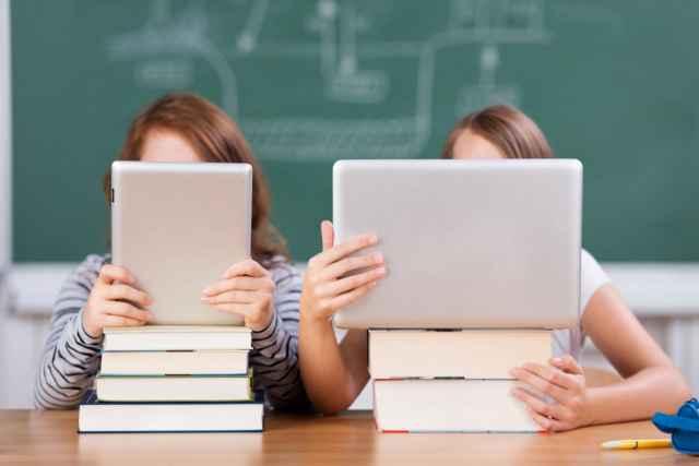 треть российских школ переплачивает за доступ к интернету.