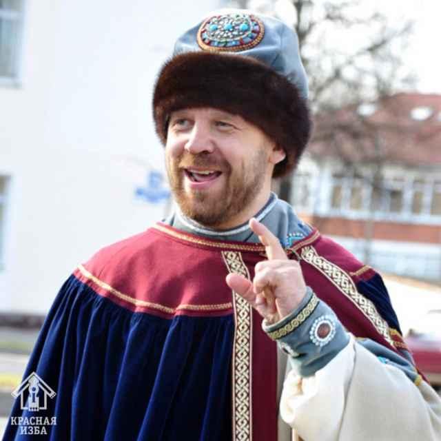 Игорь Петров, известный многим как посадник Сбыслав Якунович, не только учитель, но и историк, и экскурсовод.