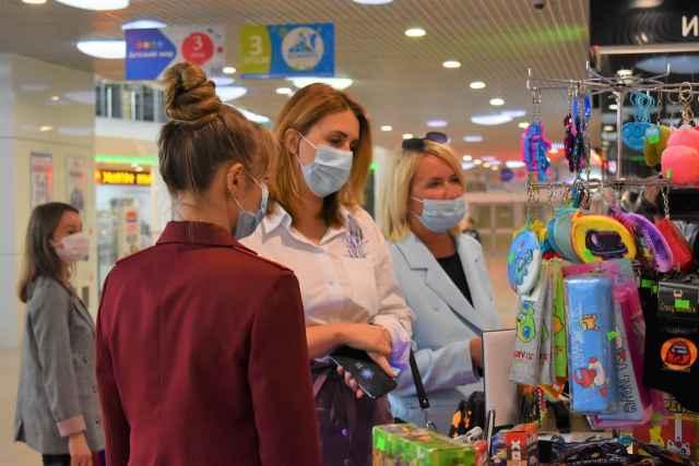 Выслушав доклад Елены Никифоровой, губернатор Андрей Никитин отметил, что никакие ограничения в области снимать не приходится