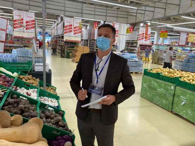 Региональная рабочая группа по стабилизации стоимости овощей провела мониторинг цен на «борщевой набор» в 30 торговых точках Новгородской области.