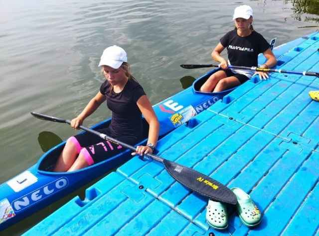 Новгородские байдарочницы Елизавета Раевская и Виктория Антонова в июле завоевали бронзу всероссийских юношеских соревнований по гребле на байдарках и каноэ.