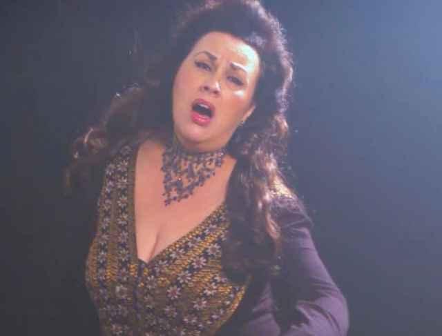Люцина Казаченко — известная оперная певица. Сейчас она живёт в США. Выступает в оперных театрах Калифорнии и Нью-Йорка, преподаёт вокал, проводит мастер-классы в Америке и за её пределами.