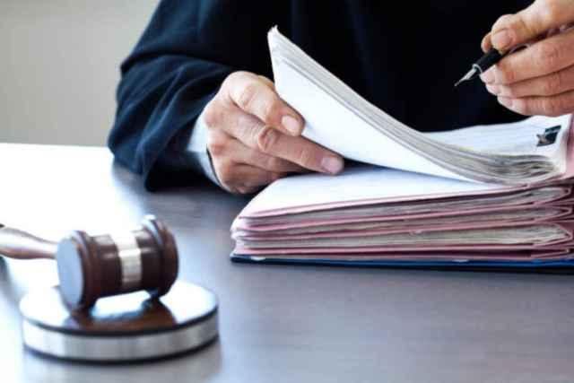 Вину в совершении преступлений подсудимый не признал.