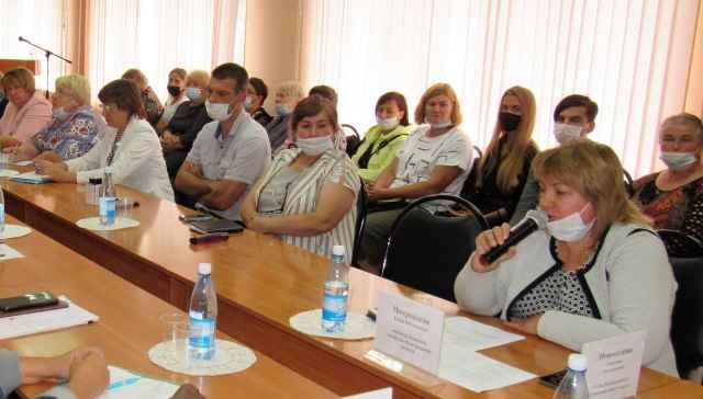 Встреча в администрации Хвойнинского округа была посвящена развитию села.