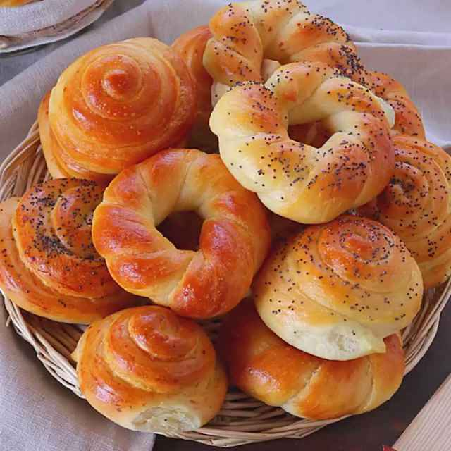 ООО «Воскеат» занимается производством хлеба и мучных кондитерских изделий, тортов и пирожных недлительного хранения.