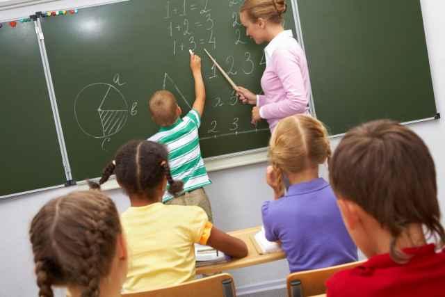 Среди инициатив, озвученных на совещании, были предложения о закреплении на федеральном уровне выплаты за сопровождение учебного процесса, о компенсации педагогам затрат на коммунальные платежи.